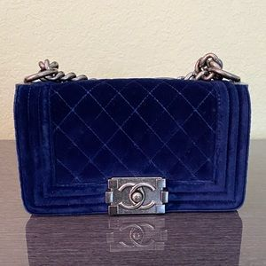 CHANEL VELVET BOY BAG (NAVY)